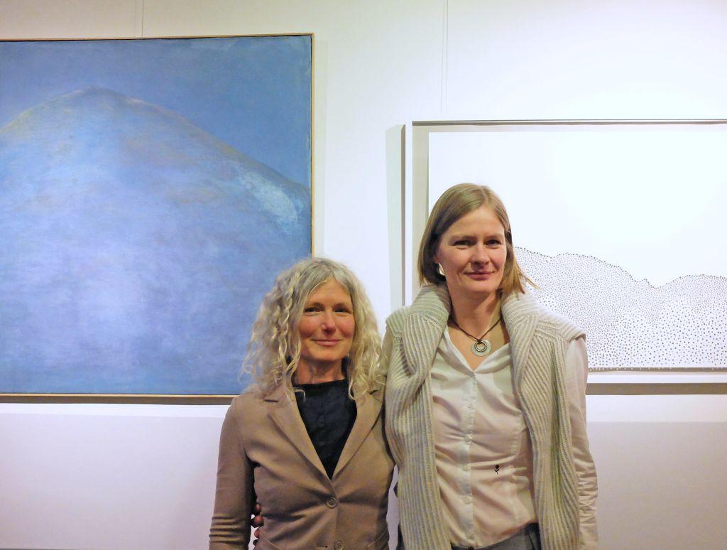 Kunst in Bayrischzell - Barbara Nedbal (Malerei) und Katrin Hering (Papier) v.l.
