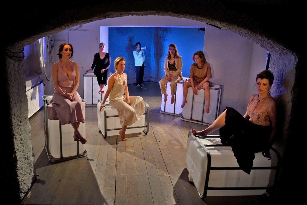 """Theater Blaue Maus München - gelungene Inszenierung """"Der Untergang der Titanic"""" von Enzensdorfer, Regie: Jochen Strodthoff,"""