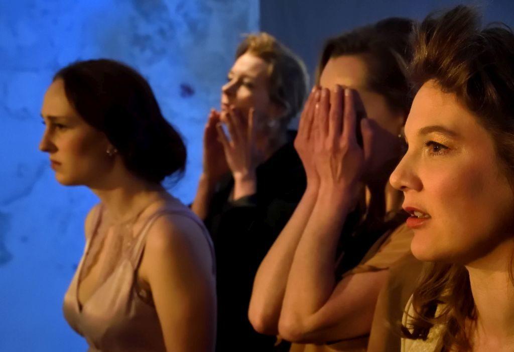 """Theater Blaue Maus München - gelungene Inszenierung """"Der Untergang der Titanic"""" von Enzensdorfer,"""