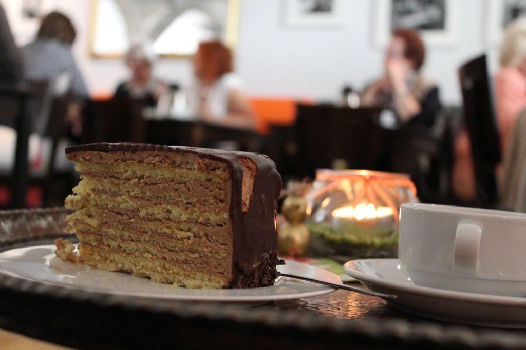 Unschlagbare Kombination von Kaffee, Kuchen und Kultur.