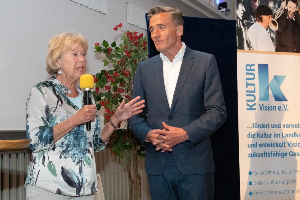 Initiatorin der reihe Monika Ziegler mit Moderator Stefan Scheider