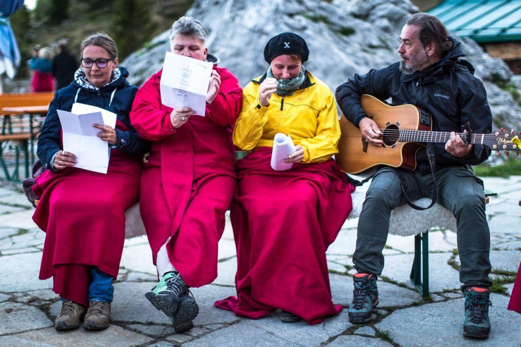 Jodeln lernen im Oberbayern - auf der Stie Alm in der Abenddämmerung