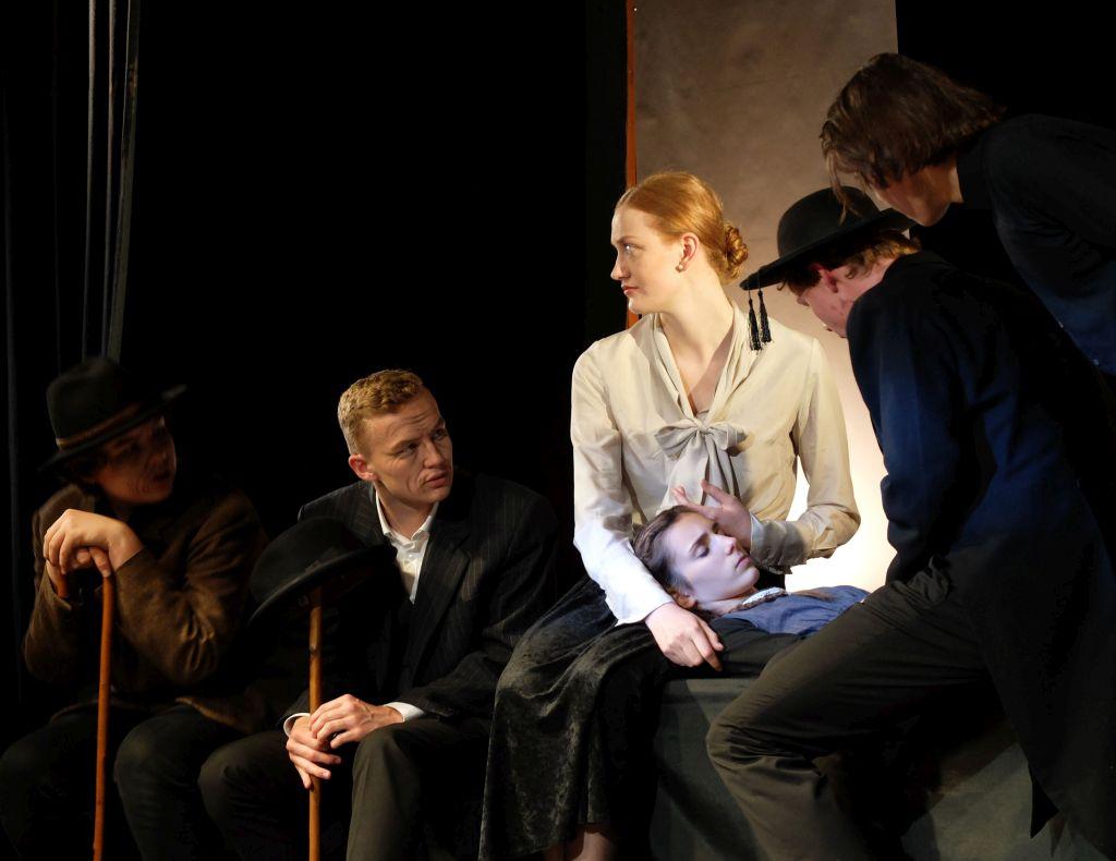 "Theatergruppe Gymnasium Tegernsee ""Hexenjagd"" - das neue Stück 2019"