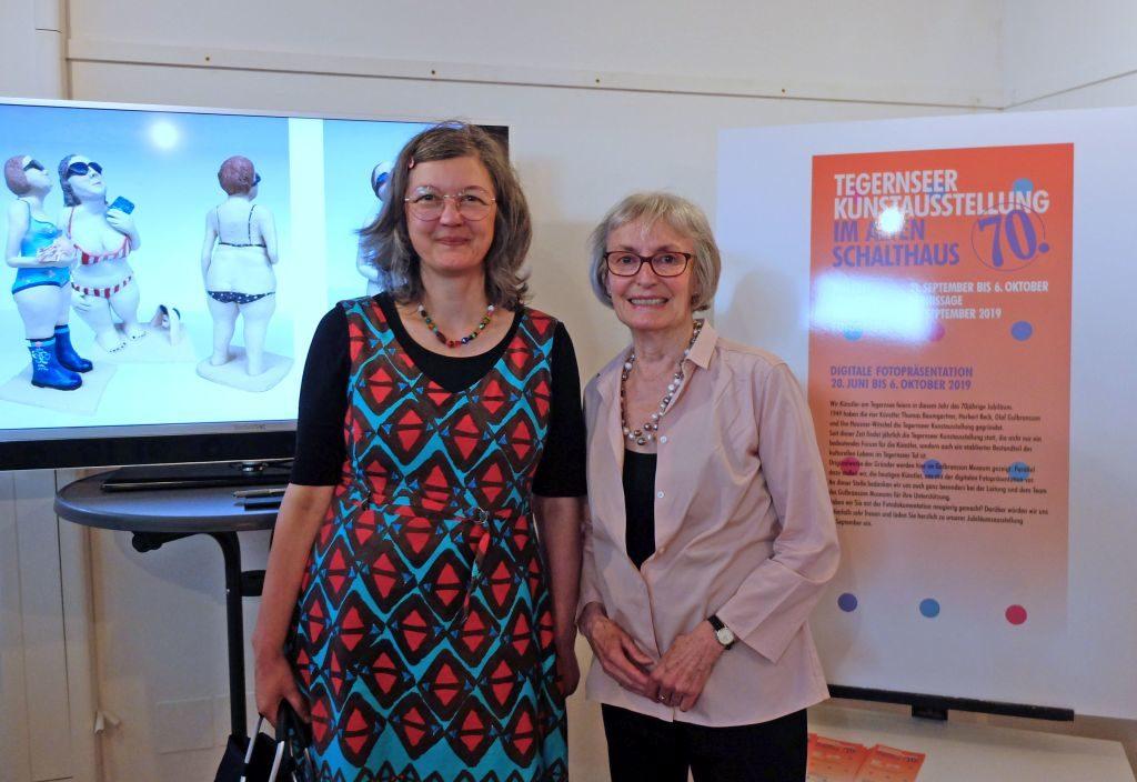 Organisatorin der Vorschau (Hilo Fuchs, li.) und Eva Knevels, Leiterin der Kunstausstellung (re.)