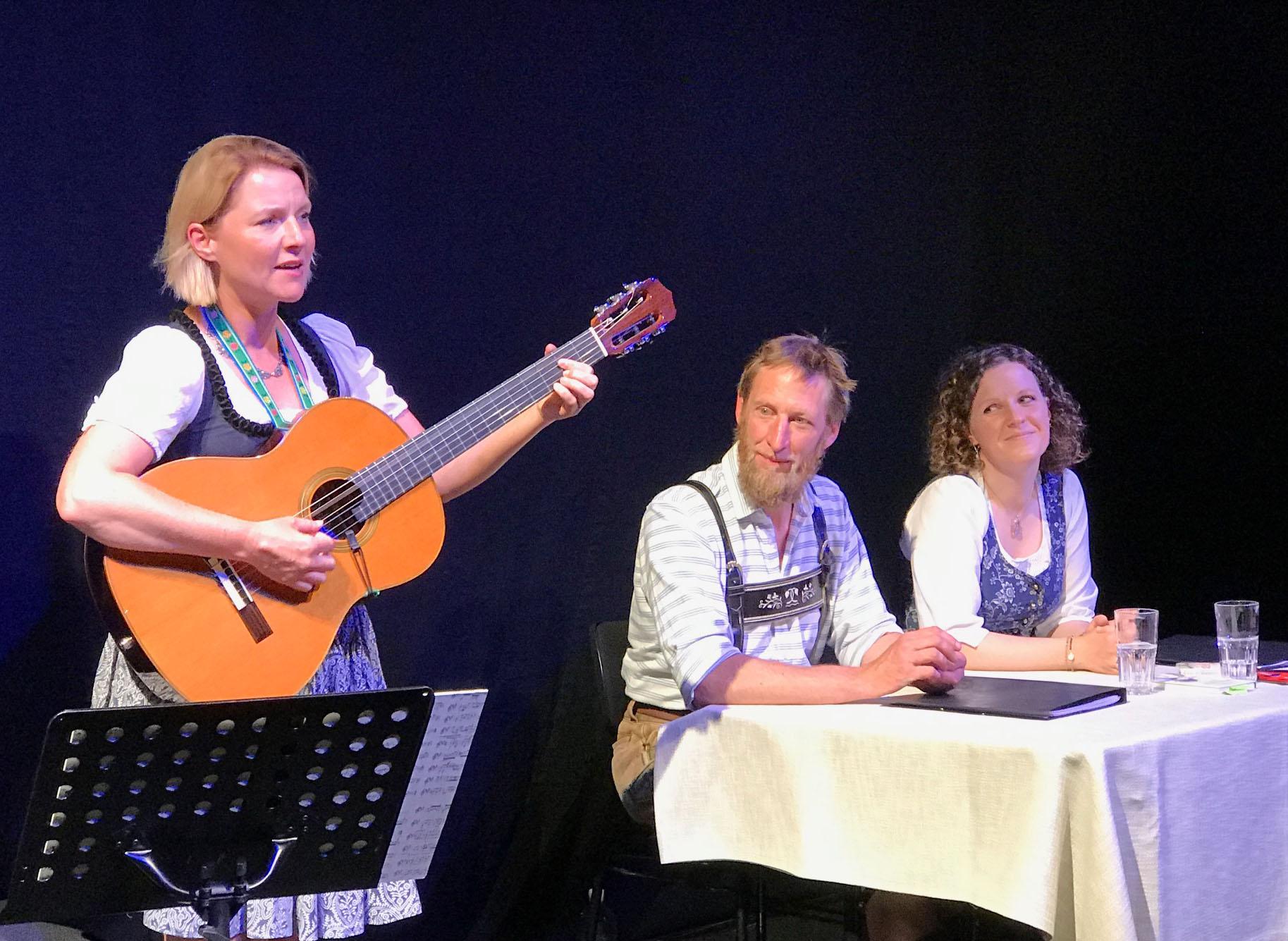 Das stimmige Trio Katrin Stadler, Silvester und Veronika Leo liest Sagen vom Tegernsee