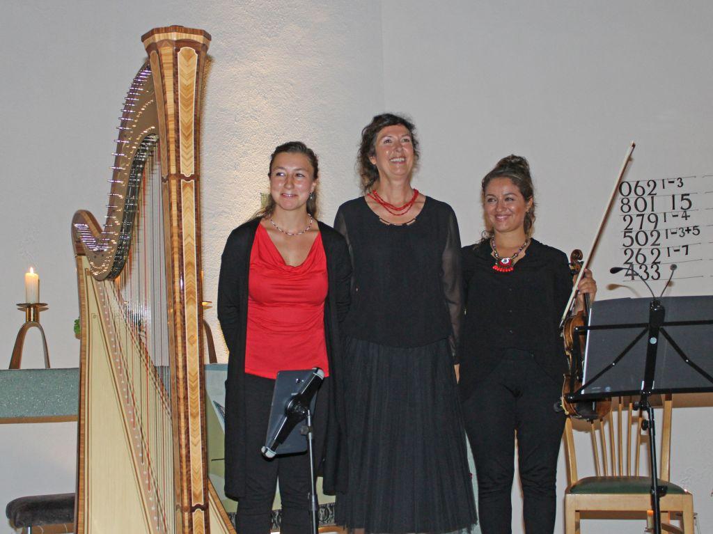 Standing Ovations für Christine Horter, Uschi Bommer und Larisa Bacher in der Christuskirche Schliersee