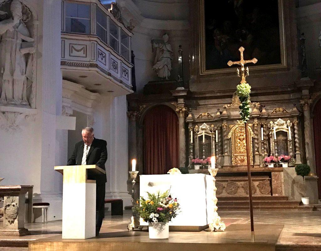 Monsignore Walter Waldschütz lädt zur Meditation