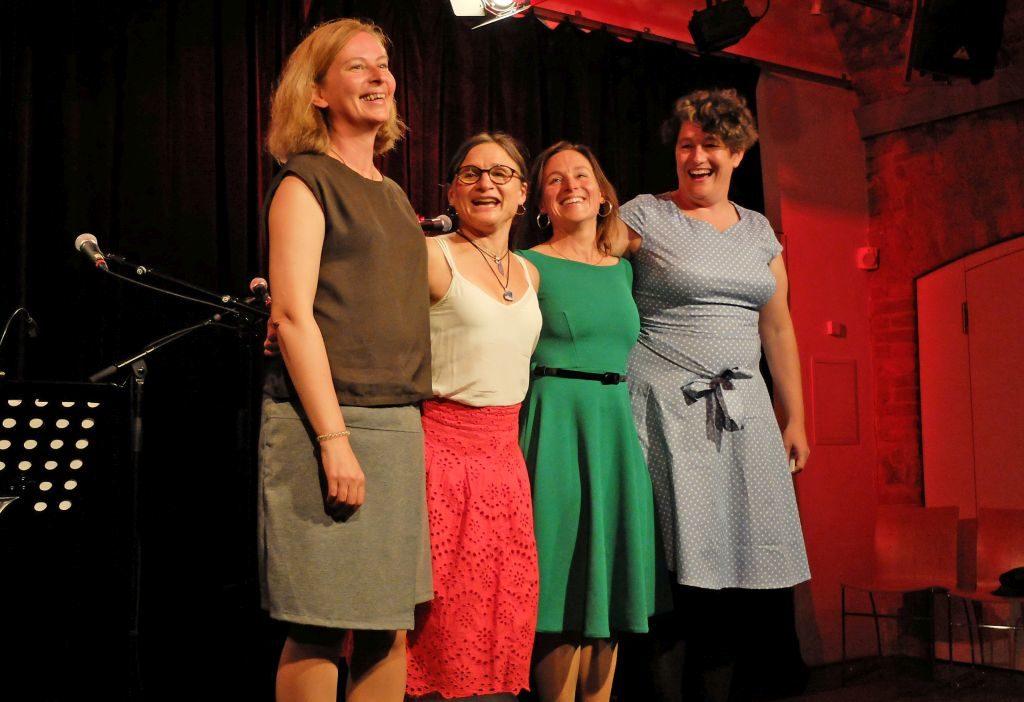 Karin Sommer, Annie Reisberger, Elisabeth Obermüller, Regina Reifenstuhl haben Spaß am Frausein