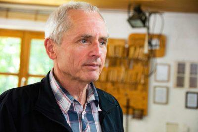Bildhauer Andreas Kuhnlein hält das Impulsreferat bei der 4. Spurwechsel-Konferenz