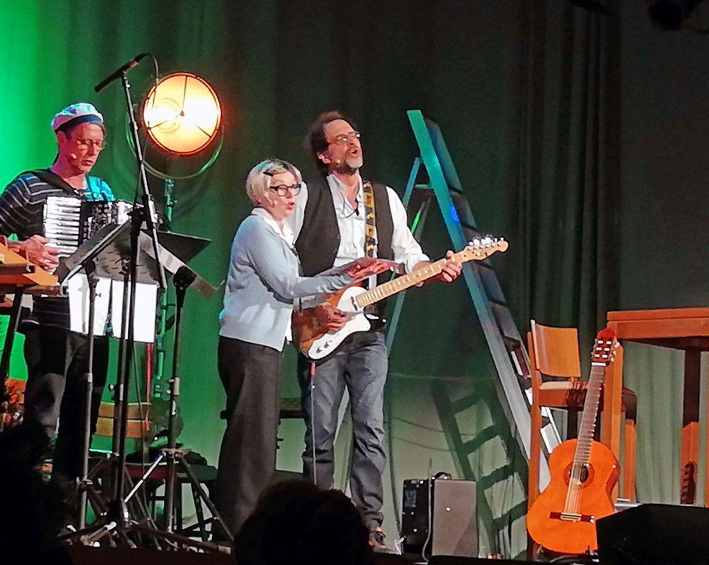 Karl Valentin in Schliersee - Humorvolles Valentin-Trio: Andreas Rebers, Barbara de Roy, Helmfried von Lüttichau. Foto: Karin Sommer