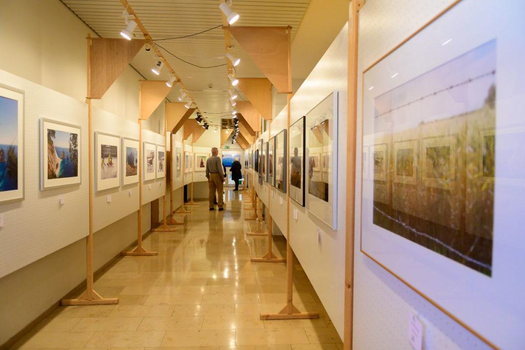 Blick in die Fotoausstellung in Parsberg