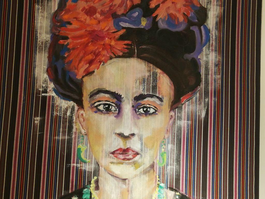 Bussy Baby am Tegernsee - Ausstellung Suse Kohler - Frida Kahlo auf Stoff.
