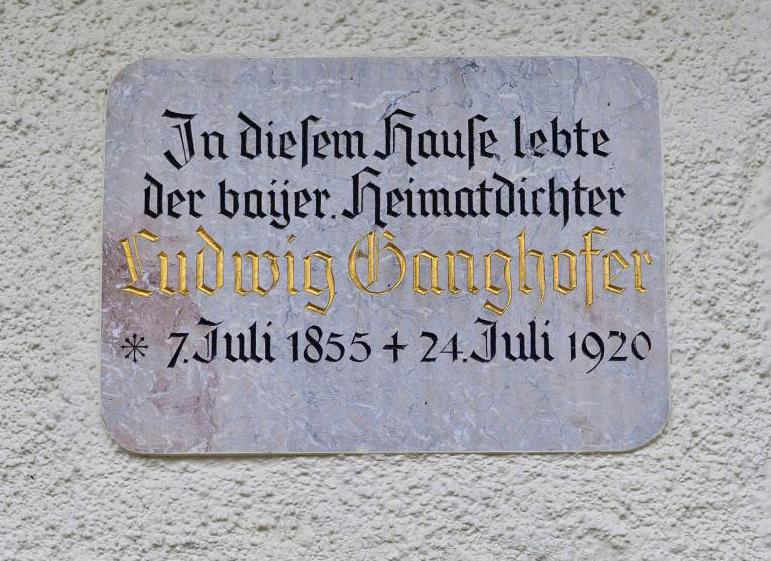 Gedenktafel am Ludwig-Ganghofer-Haus am Tegernsee - Ludwig Ganghofer 100. Todestag jährt sich zum 100. Mal