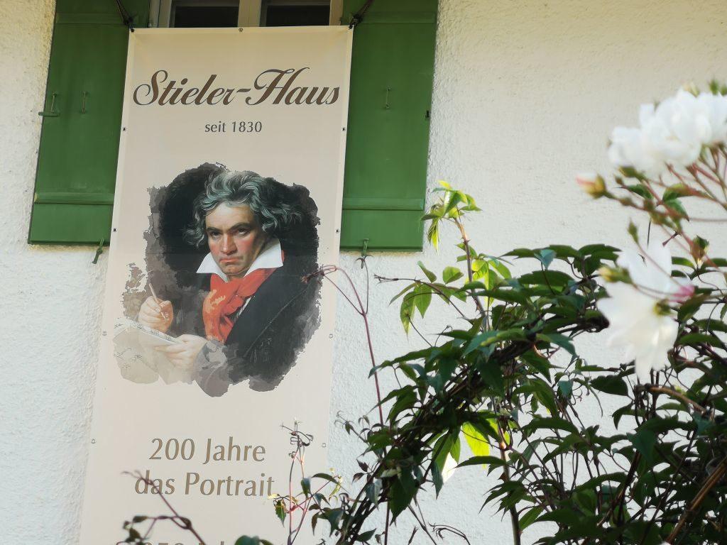 Joseph Stieler am Tegernsee - sein berühmtes Beethoven-Porträt wird heuer 200 Jahre alt, Grund für das Stielerhaus, zu feiern
