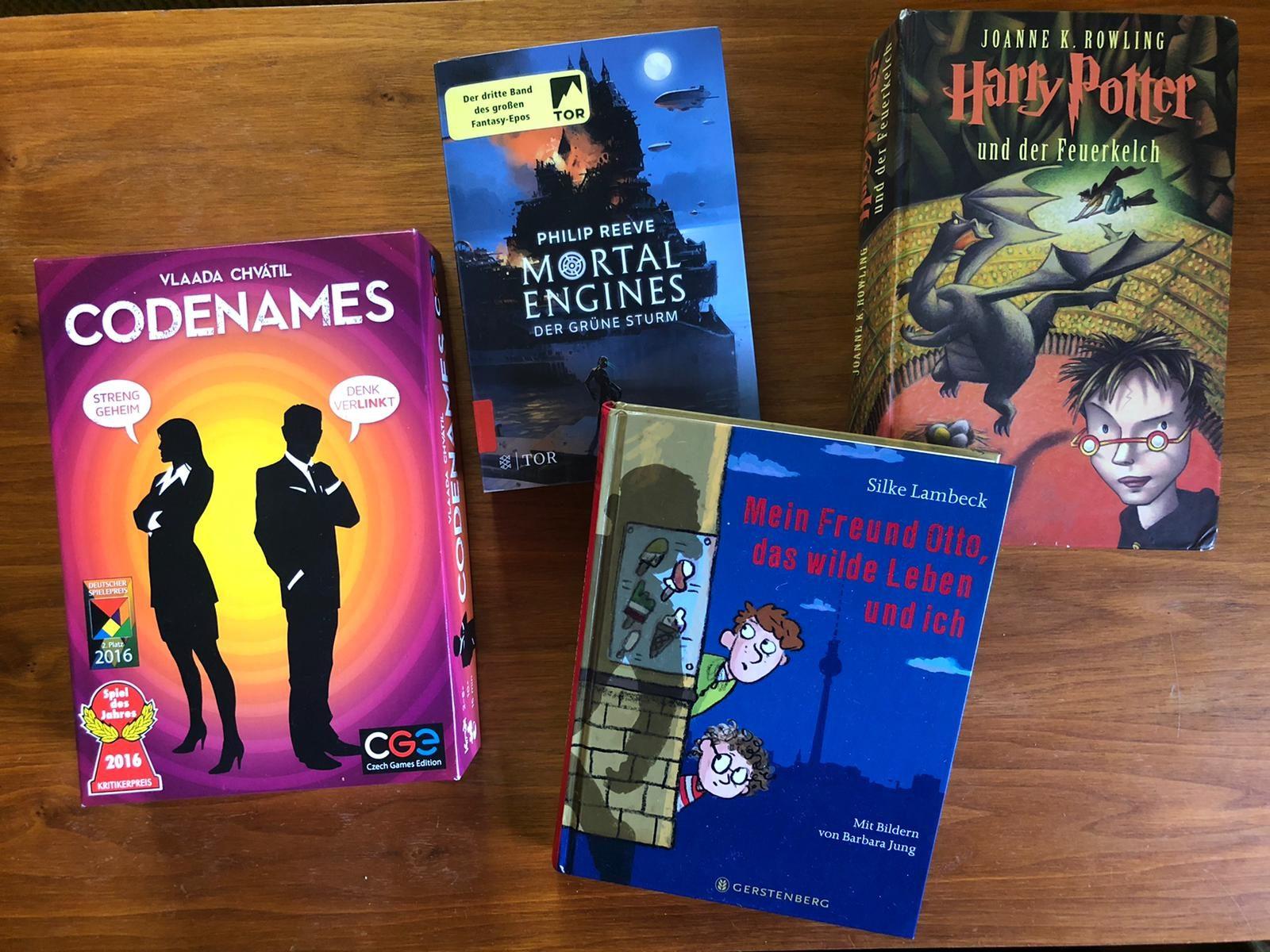 Bücher und Spiele Handys
