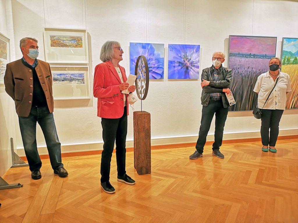Eröffnung der 71. Tegernseer Kunstausstellung durch Eva Knevels und dem Ersten Bürgermeister Tegernsees, Johannes Hagn