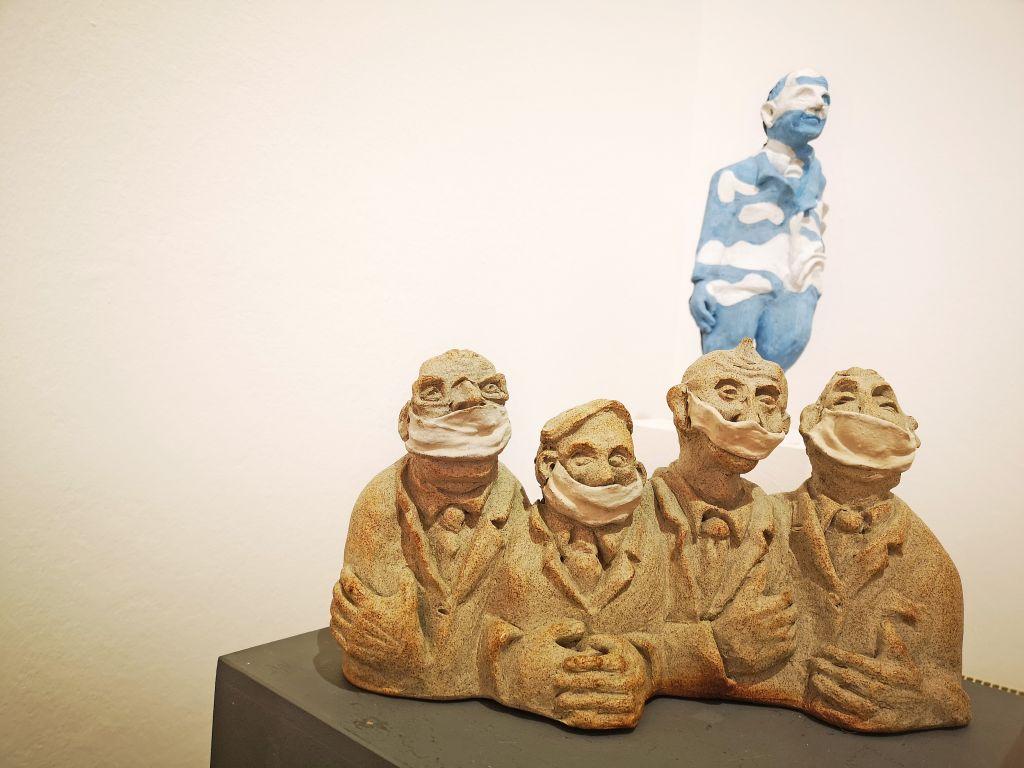 """Bei der 71. Tegernseer Kunstausstellung ist auch Corona ein Thema: Waltraud Milazzo """"Männer die regieren möchten"""""""
